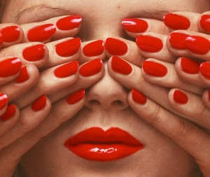 guy-bourdin-ongles